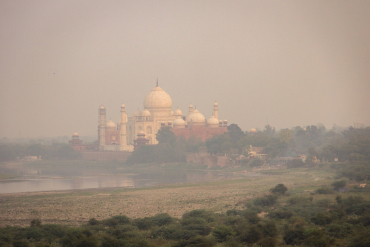 India's beloved Taj Mahal shrouded by smog